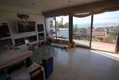 Таунхаус с видом на море и домиком для гостей в Ситжесе